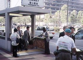 高裁前でビラまきの写真1